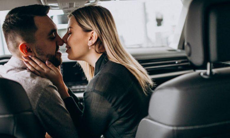 6 Posisi Seks Ternikmat Bisa Dilakukan di Mobil